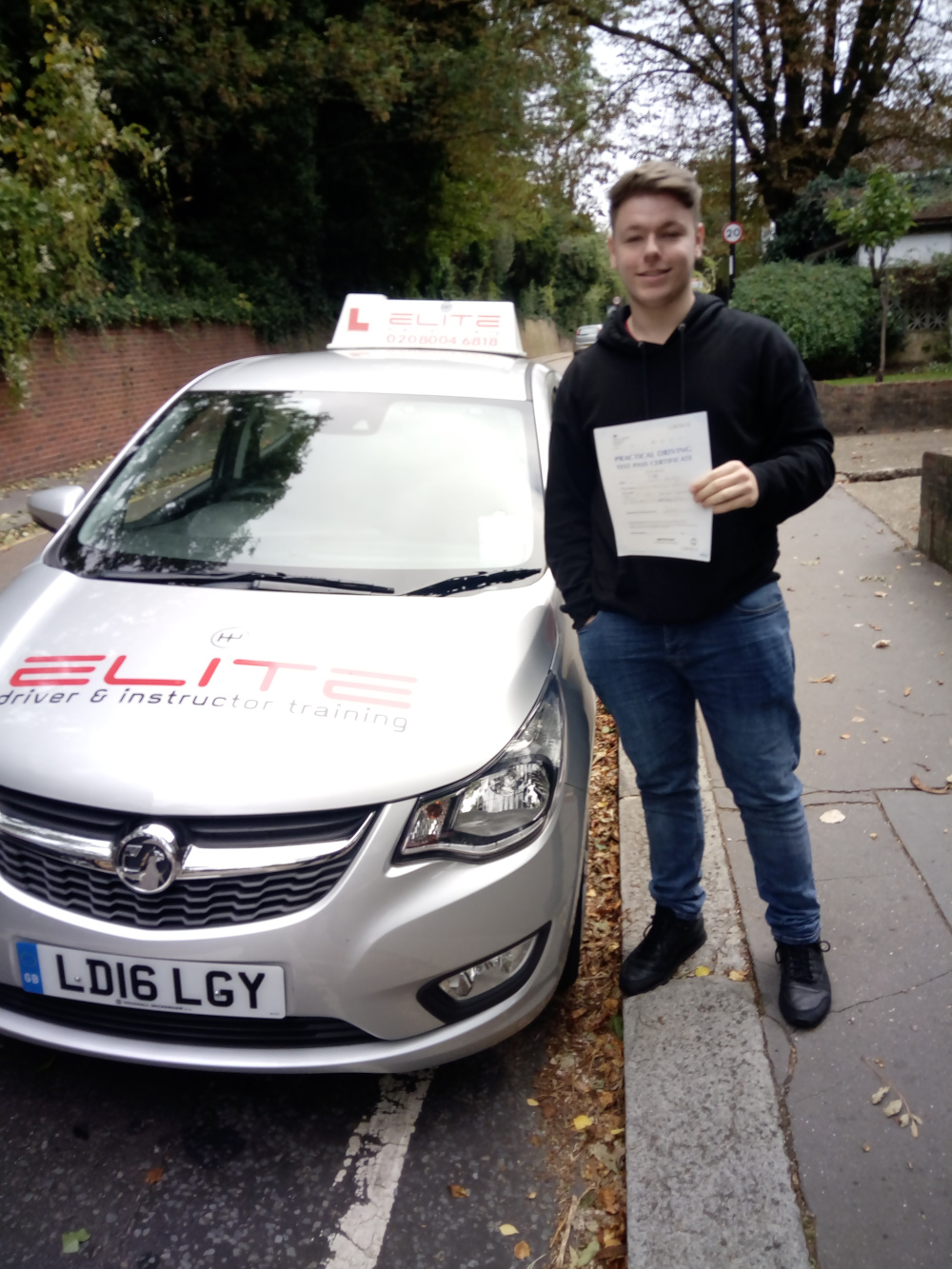 Sean passed ,at Croydon test centre after taking lessons with Paul